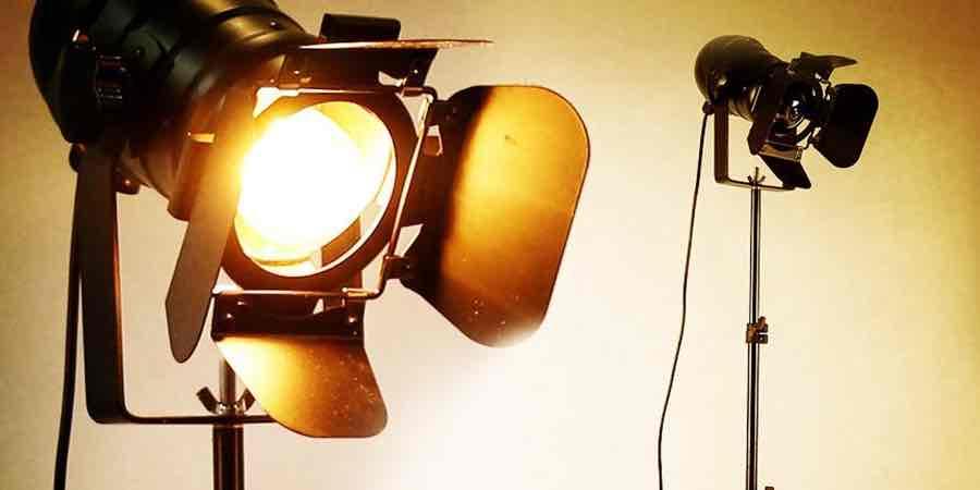 lamparas de pie foco de cine